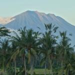 【アグン山の山肌がクッキリ見える動画あり】バリ島ウブド近郊2016年3月27日(日)の朝と夕方の空模様
