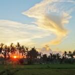 バリ島ウブド近郊2016年3月28日(月)の朝は『ねないこだれだ』のおばけみたいな雲が見えた