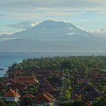 【海の向こう、バリ島アグン山を望む動画あり】レンボンガン島2016年6月30日(木)朝の風景